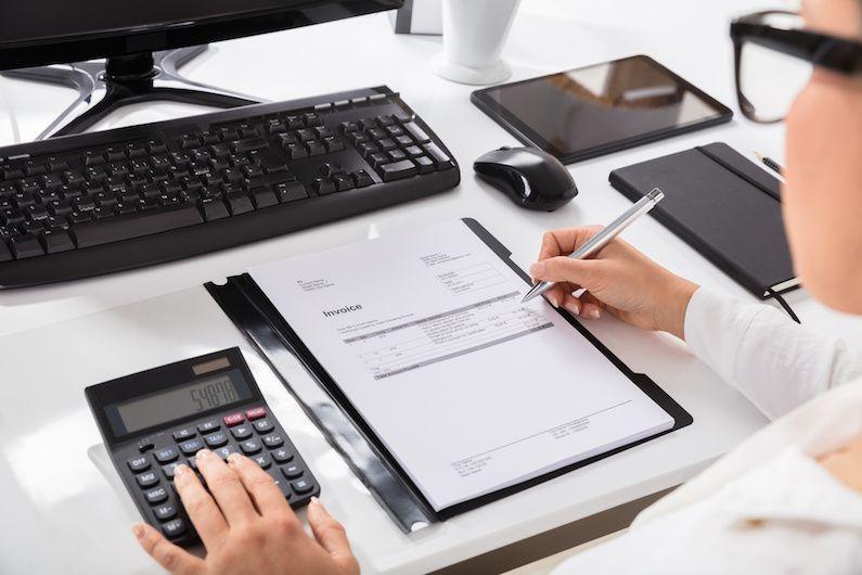La nueva Ley de Contratos limita a 60 días el plazo para el pago de facturas